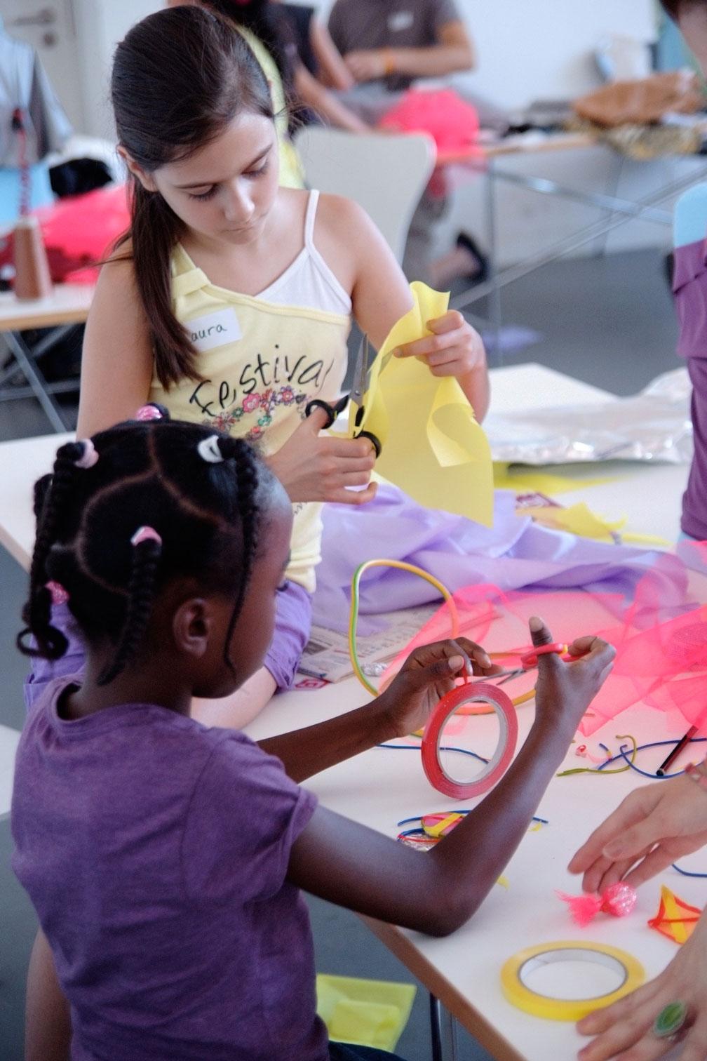 gerrit_schweiger-Rummel-2030-Zukunft-Kinder-Kreativität-Mode-Workshop-Modenschau-Ausstellung-08