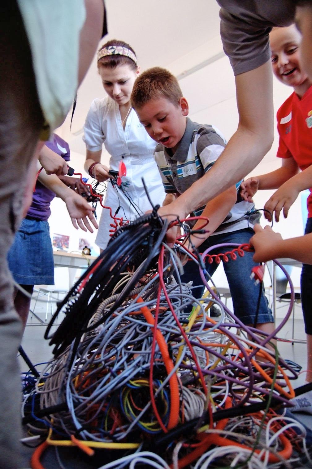 gerrit_schweiger-Rummel-2030-Zukunft-Kinder-Kreativität-Mode-Workshop-Modenschau-Ausstellung-12