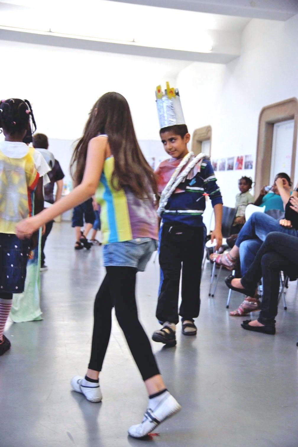 gerrit_schweiger-Rummel-2030-Zukunft-Kinder-Kreativität-Mode-Workshop-Modenschau-Ausstellung-14