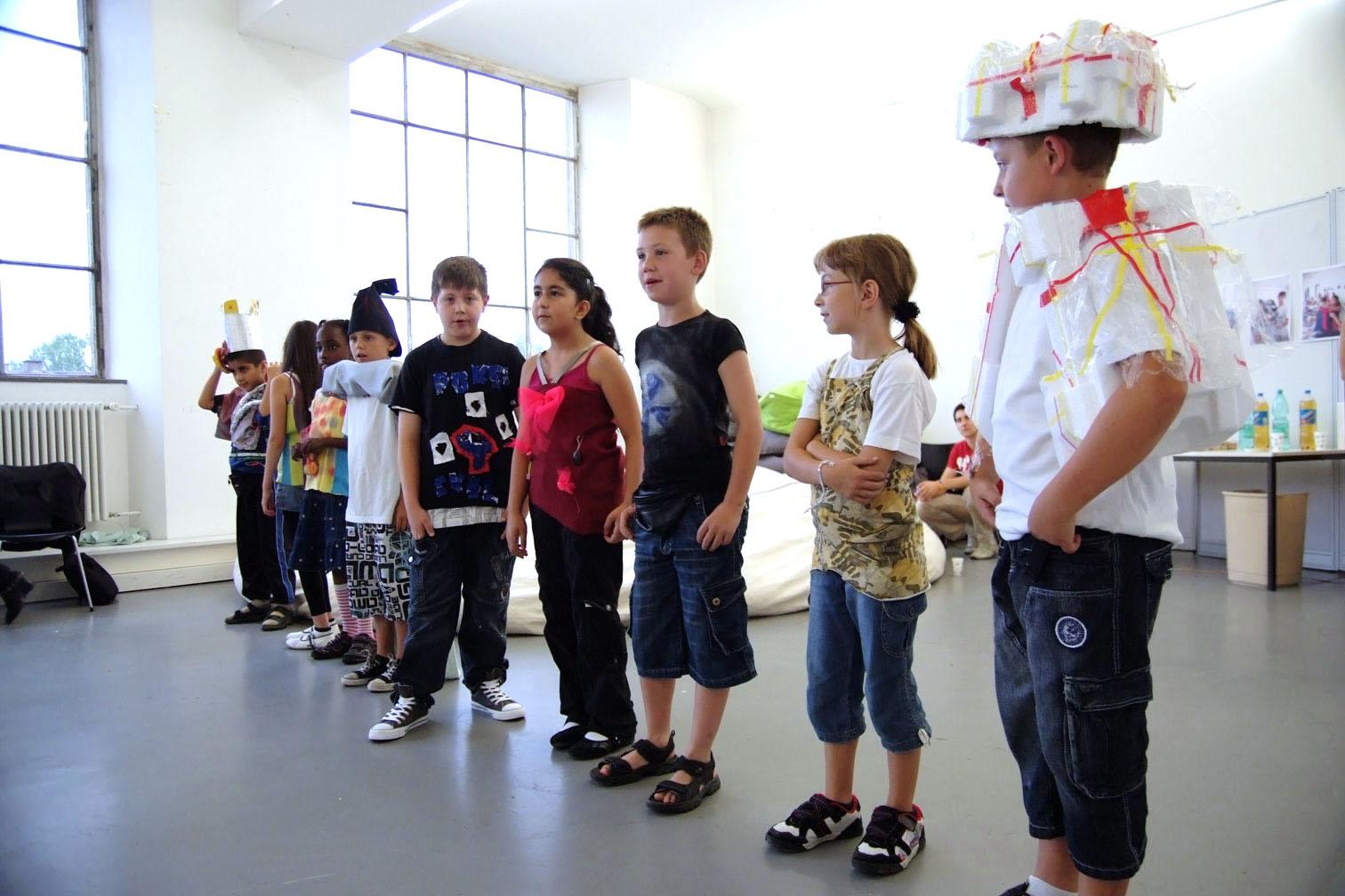 gerrit_schweiger-Rummel-2030-Zukunft-Kinder-Kreativität-Mode-Workshop-Modenschau-Ausstellung-15